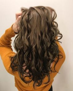 20 remarkable dark ombre hair color ideas for 2019 Dark Ombre Hair, Brown To Blonde Ombre, Brunette Ombre, Brunette Highlights, Ombre Hair Color, Brunette Hair, Dark Hair, Blonde Ends, Blonde Dye