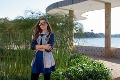 jaqueta jeans com moletom, meia calça, bota stellar melissa, vestido azul, óculos redondo, pampulha, belo horizonte