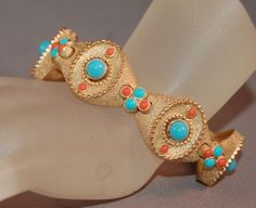 Vintage-Crown-Trifari-Satin-Gold-Tone-Metal-Bracelet-w-Faux-Turquoise-Coral-Bead