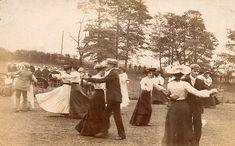 Dancing in the open air by lovedaylemon, via Flickr