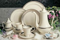 With a gleaming raised platinum motif against a matte platinum background, Geneva dinnerware will add a touch of elegance to the table.