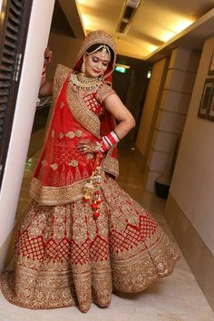 All Ethnic Customization with Hand Embroidery & beautiful Zardosi Art by Expert & Experienced Artist That reflect in Blouse , Lehenga & Sarees Designer creativity that will sunshine You & your Party Worldwide Delivery. Indian Bridal Photos, Indian Bridal Outfits, Indian Bridal Lehenga, Indian Bridal Wear, Pakistani Bridal, Wedding Lehnga, Indian Wedding Bride, Wedding Dresses, Saris