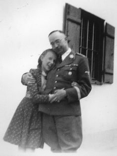 Heinrich Himmler with his daughter Gudrun / Heinrich Himmler mit seiner Tochter Gudrun.