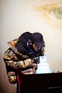 Baby Blowing the candles😍 Exo Members Birthday, 26th Birthday, Happy Birthday, Chanyeol Birthday, Coffee Bar Home, Exo Official, Park Chanyeol Exo, Birthday Photos, Boy Groups