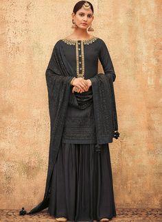 Black Pakistani Dress, Beautiful Pakistani Dresses, Pakistani Outfits, Indian Outfits, Beautiful Dresses, Stylish Suit, Stylish Dresses, Fashion Dresses, Dress Indian Style