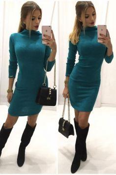Šaty z príjemného materiálu s golierikom a dlhým rukávom, ktoré krásne tvarujú…