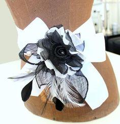 Brautgürtel,Brautschmuck,schwarz,weiss,Blüte von clavelito blanco....... Hochzeit,Taufe und viele andere Feste..... auf DaWanda.com