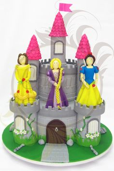 Princess Castle Cake - Caketutes Cake Designer - Bolo castelo das princesas  Bella Rapunzel Branca de Neve Snow White