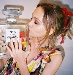 Lily-Rose Depp devient nouvelle égérie Chanel N°5