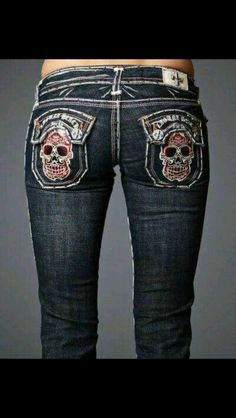 Cute skull jeans but obviously made for a person with no bootie Estilo Rock, Skull Fashion, Steampunk Fashion, Hot Outfits, Skater Outfits, Disney Outfits, Scene Outfits, Skull Print, New Wardrobe