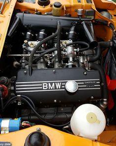 Clean weber dual sidedraft setup #bmw #bmw2002 #2002 #e10 #m10 #weber #webercarbs #r3vlimited #pnwbmw #neuemotorsports