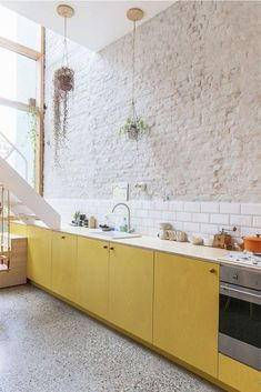 Calling It: These Are the Kitchen Color Trends for 2020 Interior Design Kitchen Calling color Kitchen Trends Kitchen Color Trends, Cocinas Kitchen, Handmade Home Decor, Handmade Pottery, Küchen Design, Design Ideas, Design Layouts, House Design, Wall Design
