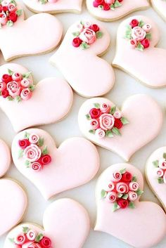 36 Wedding Cake Cookies Decor Ideas ♥ Mini cakes made of cookies are a great choice to treat every guest to a whole wedding cake and not only a cake. Check yourself and get inspired! #wedding #bride #weddingcake #WeddingCakeCookies Heart Cookies, Iced Cookies, Royal Icing Cookies, Cookies Et Biscuits, Cupcake Cookies, Rose Cookies, Flower Cookies, Cookie Favors, Iced Biscuits