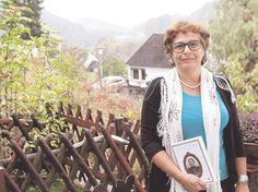 """Edit Engelmann stellt ihr Buch 2Es war einmal in Ringgau..."""" in Datterode vor. Foto aus: Werra-Rundschau (Helmut Mayer). Mehr Informationen zu Buch und Autorin: www.groessenwahn-verlag.de"""