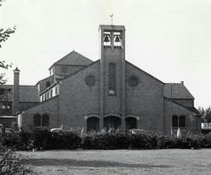 datering01/01/1960 - 31/12/1970 beschrijvingGezicht op de St.-Jacobuskerk (Prins Bernhardplein 39) te Utrecht. vervaardigerTroost, R. (fotograaf) soort