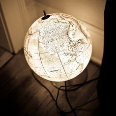 Light up globe as lamp. I always need extra light when working. Diy Luminaire, Diy Lampe, Globe Lamps, Globe Lights, Globe Decor, Diy Light Fixtures, Globe Light Fixture, Map Globe, Globe Art