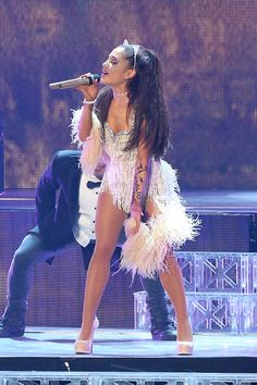 Ariana performing right there at the honeymoon tour