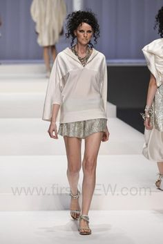 Hiroko Koshino - Ready-to-Wear - Runway Collection - Women Spring / Summer 2015 - See more at: http://firstview.com/collection.php?p=0&id=40449&of=9#sthash.F9iQQdK1.dpuf