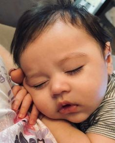 image Cute Little Baby, Lil Baby, Bitty Baby, Little Babies, Cute Baby Pictures, Baby Photos, Cute Babies Photography, Cute Baby Wallpaper, Future Mom