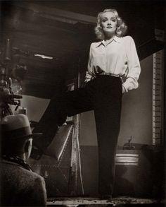 "Laszlo Willinger Marlene Dietrich off set ""Kismet"" (ph Laszlo Willinger / MGM 1944)"