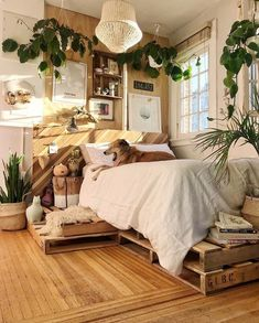 The country way of life is extremely relaxing. As well as it would certainly profit you to have a rustic bedroom design. That being stated, right here are Rustic Bedroom Ideas. Deco Studio, Decoration Inspiration, Decor Ideas, Bedroom Inspiration, Beautiful Decoration, Bed Ideas, Decorating Ideas, Aesthetic Bedroom, Dream Rooms