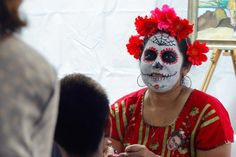 Face painting at the Hispanic Day of the Dead celebrations in Brisbane. (Photo: Jessica Hinchliffe/ABC News)