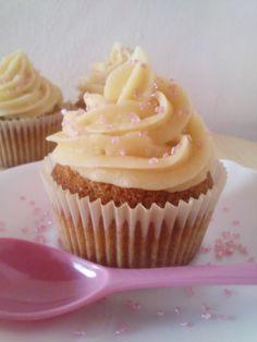My Petite Bakery: Receta básica: Cupcakes de vainilla con buttercream de vainilla