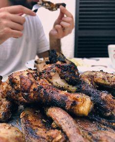 """Amor Em Castelo on Instagram: """"E quem gosta churrasco? 🙋🏻♂️🙋🏻♀️🍗 Este ficou um pouquinho chamuscado mas estava de comer e chorar por mais !  #comida #churrasco #frango…"""" Tandoori Chicken, Chicken Wings, Meat, Ethnic Recipes, Instagram, Bbq Chicken, Cry, Castle, Love"""