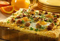 farmer's breakfast tart: Perfect for a special breakfast or brunch, this savory breakfast tart is surprisingly easy to make.& sausage, potatoes, eggs and Cheddar, this tart has it all! Breakfast Tart Recipe, What's For Breakfast, Savory Breakfast, Breakfast Dishes, Breakfast Casserole, Breakfast Recipes, Breakfast Pizza, Mexican Breakfast, Breakfast Sandwiches