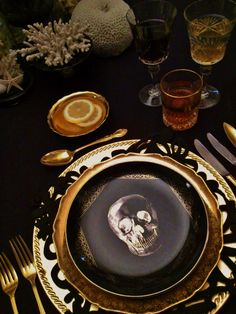 Black and gold plates with skulls on the make for a perfectly scary Halloween dinner party! Simple, subtle, and scary as heck!