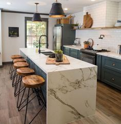 Modern wood kitchen: ideas for a warm interior - desk - Home Sweet Home Kitchen Interior, Kitchen Inspirations, Kitchen Remodel, Kitchen Decor, Modern Wood Kitchen, New Kitchen, Rustic Kitchen Cabinets, Home Kitchens, Rustic Kitchen