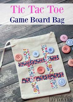 Sewing For Kids Easy Easy DIY Tic-Tac-Toe Travel Game Bag Tutorial - Kids will have fun passing time with this homemade travel game bag. It is a cute and simple way to take tic-tac-toe on the go! Operation Christmas Child, Sewing For Kids, Diy For Kids, Diy Gifts For Kids, Kids Gift Bags, Fabric Crafts, Sewing Crafts, Sewing Tips, Sewing Tutorials