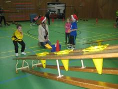 Bildergebnis für bewegungslandschaften grundschule - Famous Last Words Activity Games For Kids, Pe Games, Gross Motor Activities, Sports Activities, Physical Activities, Physical Development, Physical Education, School Sports, Kids Sports