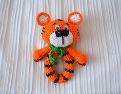 Winnie the poohkahramanlarından olan Tiger çıngırak yapıyoruz. Daha önce keçe Tiger yapılışını sizlere göstermiştik. Tüm süslemelerinizde kullanabilirsini