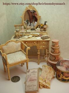 miniature 1:12 scale lady's vanity made in 2001 dollhouse bedroom furniture