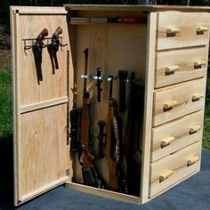 Cool idea for secret compartment…. maybe for jewelry storage? Cool idea for secret compartment…. maybe for jewelry storage? Hidden Gun Storage, Weapon Storage, Secret Storage, Hidden Gun Safe, Nerf Gun Storage, Hidden Jewelry Storage, Woodworking Plans, Woodworking Projects, Woodworking Beginner