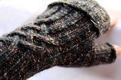 Ein Paar schnelle Stulpen Stulpen 019 History of Knitting Yarn spinning, weaving and stitching jobs such as for example BC. Arm Knitting, Knitting Socks, Knitting Needles, Knitting Patterns, Crochet Patterns, Simple Knitting, Knitting Stiches, How To Start Knitting, Knitting For Beginners