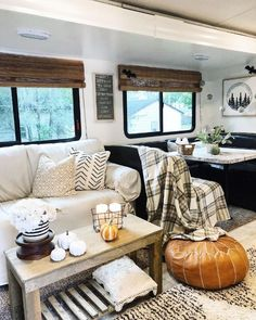 This woman's camper reno totally puts the 'glam' in glamping Rv Living, Tiny Living, Living Room, Camper Table, Camper Trailers, Travel Trailers, Rv Campers, Happy Campers, Trailer Decor