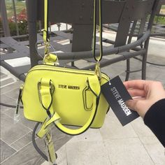 NWT Steve Madden small purse Statement color! New with tags and gorgeous. Reasonable offers only please. Trade only for NWT item Steve Madden Bags Crossbody Bags