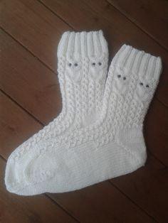 Pöllösukat | Novita knits Knit Mittens, Crochet Slippers, Knitting Socks, Mitten Gloves, Hand Knitting, Knitting Patterns, Knit Crochet, Crochet Patterns, Woolen Socks