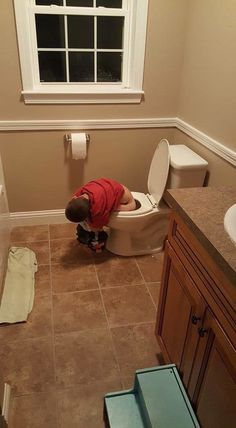 When you think of kids falling asleep, you probably didn't have these images in your mind. Check out these 20 kids who fell asleep in strange places. Exhausted children are far more likely to lie down and sleep just about anywhere. Kids Falling, Strange Places, Tiny House Design, How To Fall Asleep, Funny Pictures, Canning, Picts, Daughters, Glow