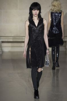 View the complete Fall 2017 collection from Louis Vuitton.
