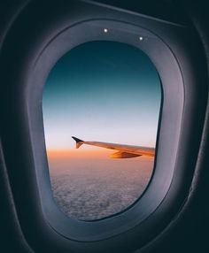 Imagem de airplane, sunset, and travel - Modern Airplane Photography, Travel Photography, Image Photography, Hublot Avion, Airplane Window View, Book My Trip, Photo Avion, Voyage Rome, Into The Wild
