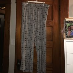 Palazzo style black and white pants w/ pockets Black and white palazzo style pants with pockets. Approx 42 inches from waist to hem. Lane Bryant Pants Wide Leg