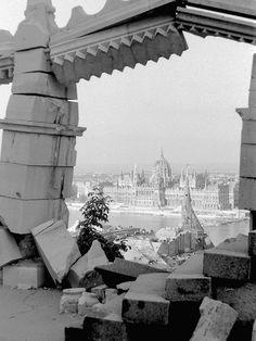 : Buda a bombázások után, 1945 Budapest Hungary, Ww2, Statue Of Liberty, History, Artwork, Travel, Retro, Pictures, Hungary