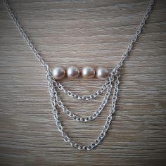 Collier Perles rosées et chaînes argentées : Collier par quanteruanna