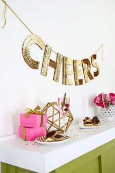 Love this! Sequin letter garland DIY (click through for tutorial) Diy Party, Party Garland, Diy Garland, Beautiful Mess, Holiday Banner, Holiday Decor, Family Get Together, Decorating Coffee Tables, Party Tops