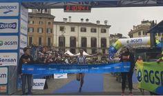 VERONA Marathon 2016   Oltre 42 km, partenza e arrivo in Piazza Bra In corso in questi minuti ...
