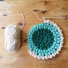 dottie angel: things to note on a monday. I really want to learn to crochet. Beau Crochet, Crochet Mignon, Crochet Diy, Love Crochet, Beautiful Crochet, Crochet Crafts, Yarn Crafts, Crochet Flowers, Crochet Projects