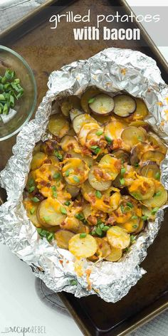 Cheesy Grilled Potatoes with Bacon are an EASY foil pack side dish or appetizer for summer! Make it a full meal deal by adding extra veggies or chicken. Includes step by step recipe video. Healthy Grilling Recipes, Grilled Steak Recipes, Cooking Recipes, Drink Recipes, Water Recipes, Easy Cooking, Easy Recipes, Vegetarian Grilling, Barbecue Recipes